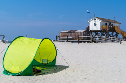 Pop-up Strandmuschel im Sand