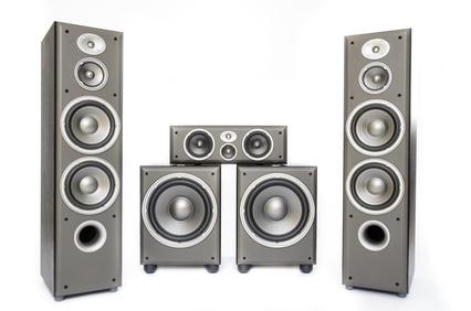 Erreichen Können Sie Es Mit Einem Flachbildschirm Oder Beamer In  Kombination Mit Dem Passenden 5.1 Soundsystem.
